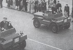 Историческая фотография Даймлер МК-1 Динго, участвует в параде