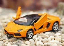"""Коллекционная металлическая модель """"Lamborghini Aventador LP700-4 Roadster"""", жёлтая с открытыми дверьми, IDEAL 118134"""
