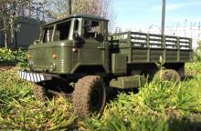 """Взять на прокат радиоуправляемую модель внедорожного грузовика Краулера Газ-66 """"Шишига"""" в Новосибирске, фото вид из травы"""
