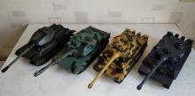 Коллективный прокат танкового боя на радиоуправлении, танки могут ездить, стрелять ИК лучами, поворачивать башни, фото сверху